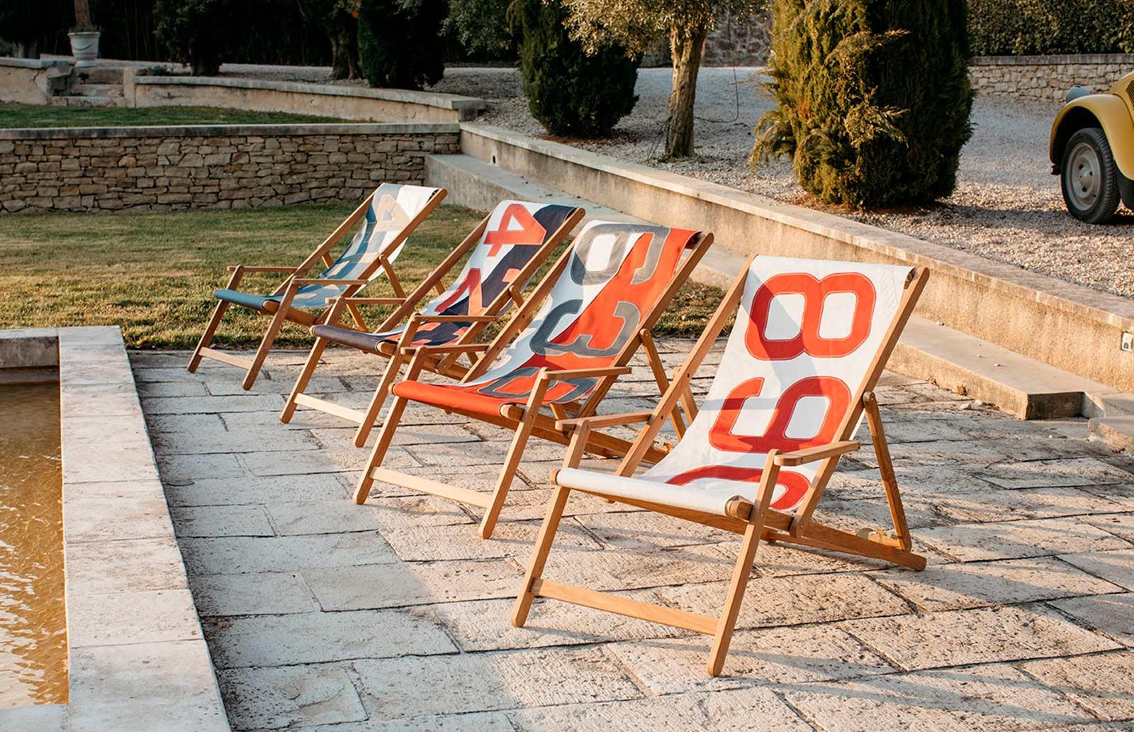 Transats, chiliennes, chaises longues en toiles de voiles de bateaux recyclées